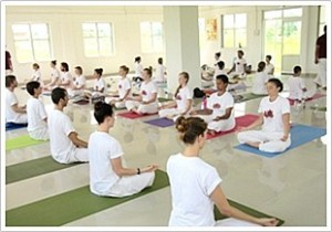 Yoga training at Hatha Yoga school in India
