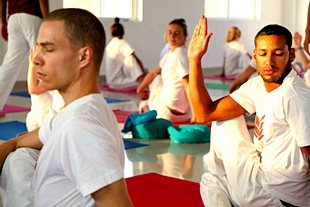 200 hour yoga alliance training india